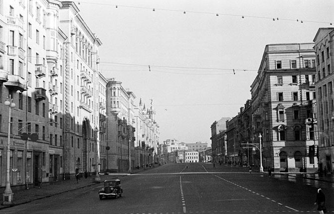 Москва. ул. Горького. Утро.