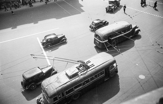 Автомобили и троллейбус