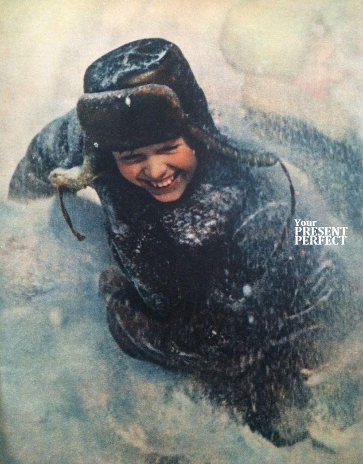 Мальчик в снегу. Фото 1964г.