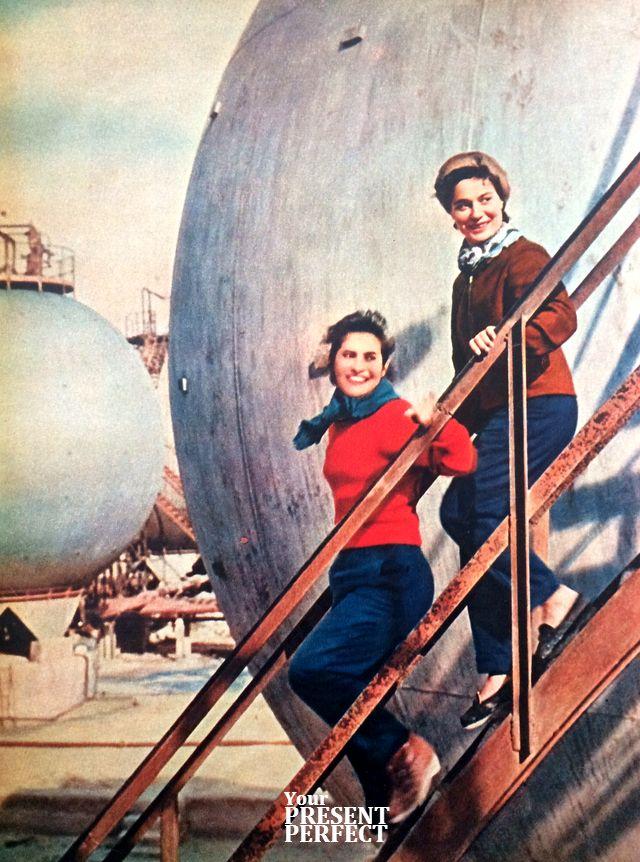 Лариса Булатова (справа) и Таня Фокина. 1961 год.
