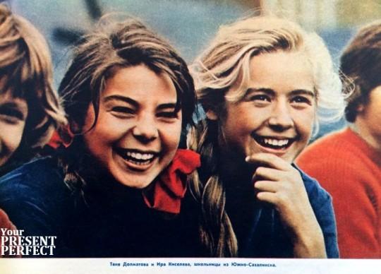 Таня Долматова и Ира Киселева, школьницы из Южно-Сахалинска. 1965 год.