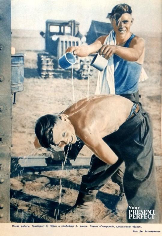 Тракторист К. Юрин и комбайнер А. Умнов. Совхоз Самарский, Акмолинской области. 1956.