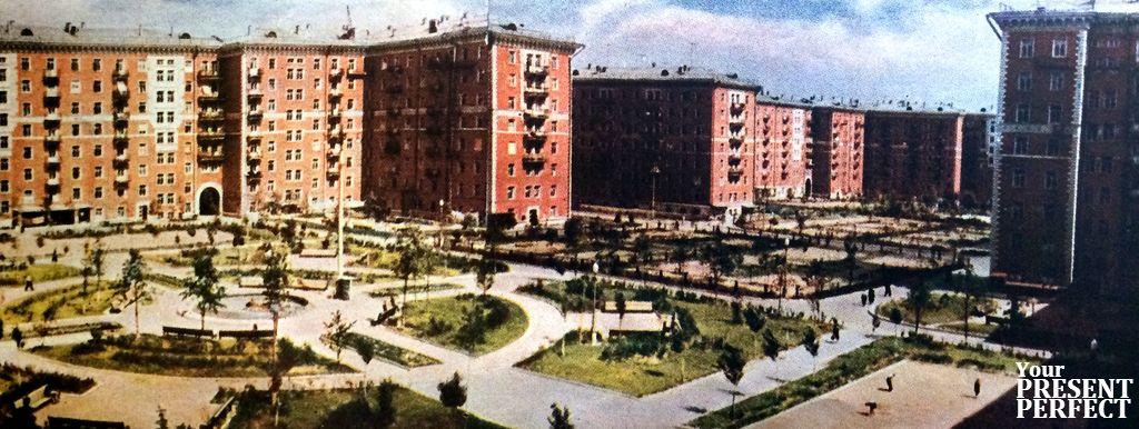 """1956. Этот квартал уже заселен. (""""Красные дома"""")."""