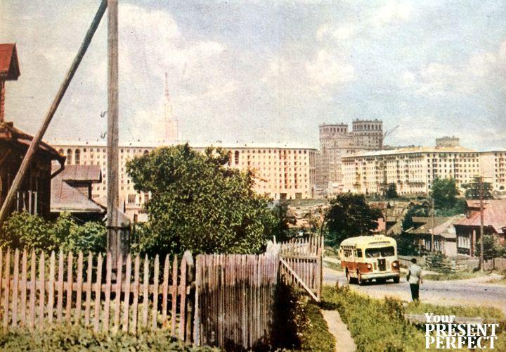 """1956. Стройки юго-западного района Москвы """"наступают"""" на близлежащие деревни."""