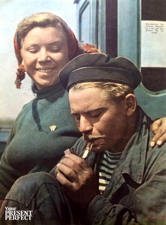 1955. Трактористка Валентина Пантюхина и ее муж прицепщик Лев Соколов.