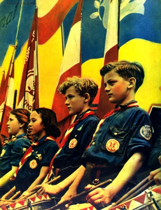 1952 год. Австрийские дети перед открытием демонстрации мира.